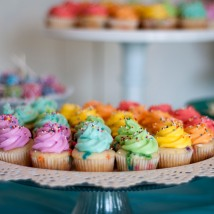 MIni cupcakes are so cute and perfectly proportioned for kid birthdays and large parties!